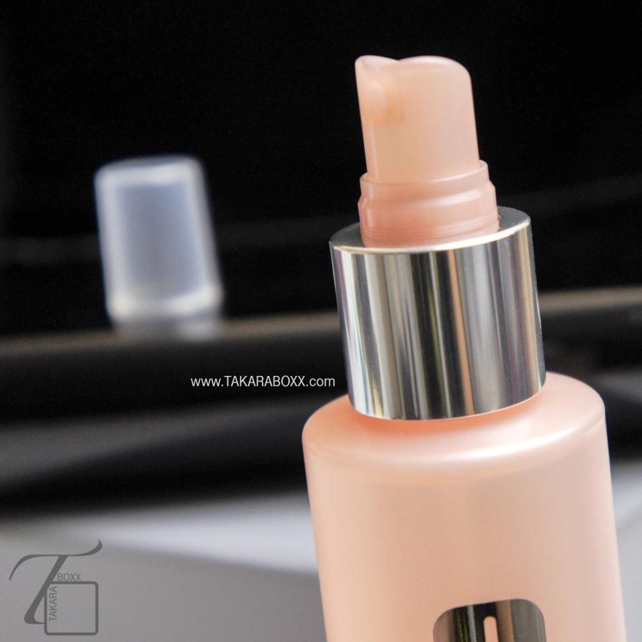 Clinique Moisture Surge Face Spray Nozzle Close Up
