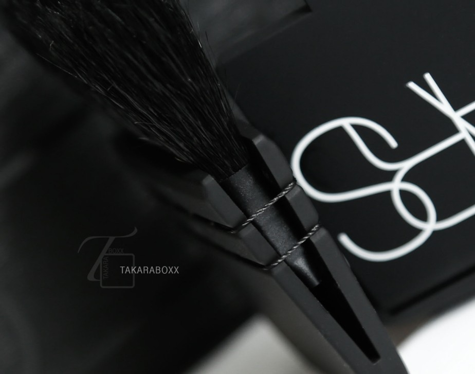 NARS Ita Kabuki Brush Close-Up Details